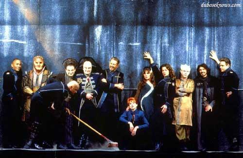 Весь состав актеров сериала Вавилон 5 в неофициальной обстановке (групповое фото)